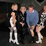 Steve-_-Girls-showing-leg
